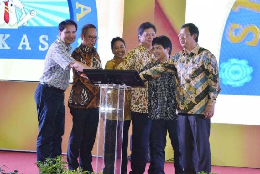 Peletakan batu pertama pabrik NPK di PT Pupuk Sriwijaya (Pusri), Palembang.