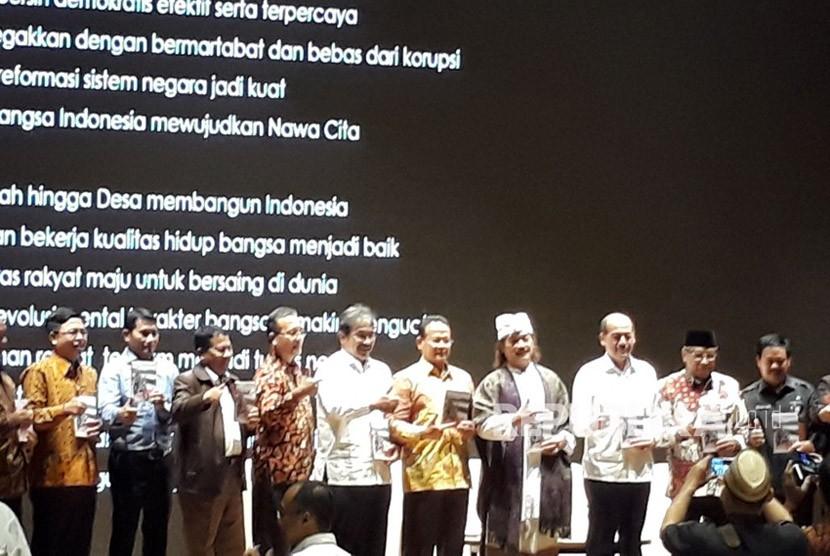 Peluncuran dan diskusi buku Tiga Tahun Jokowi Wujud Kerja Nyata di Perpustakaan Nasional, Jakarta,  Senin (6/11).