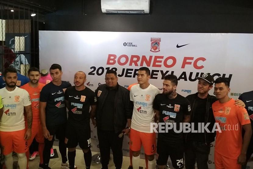 Peluncuran kostum baru Borneo FC di Jakarta, Senin (12/2).