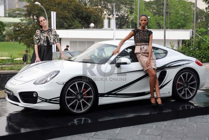 Peluncuran mobil Porsche terbaru tipe Cayman di Jakarta, Selasa (19/3 ...