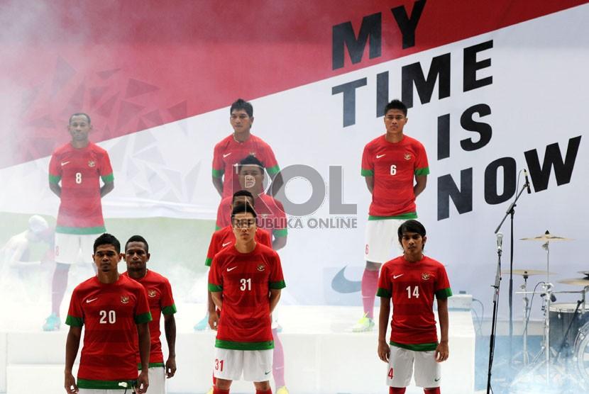 Seragam Baru Timnas untuk Piala AFF 2012  Republika Online