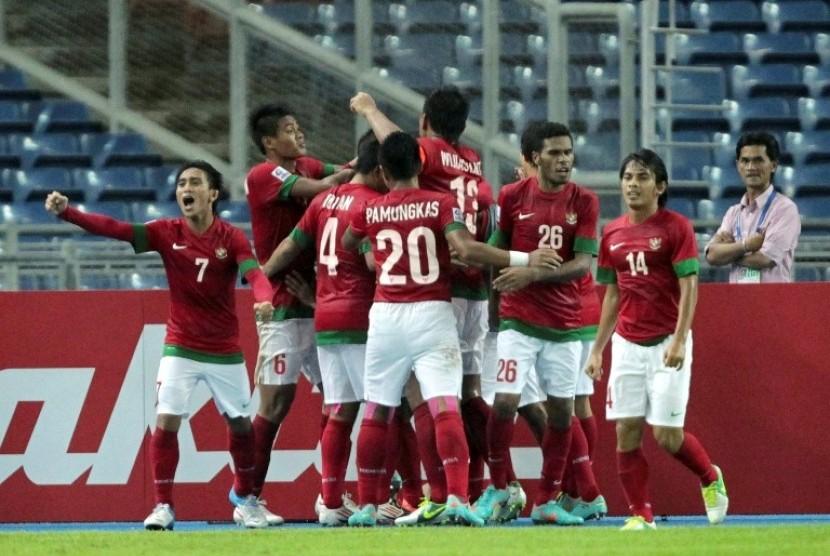 Pemain Timnas merayakan gol Andik Vermansyah ke gawang Singapura di Stadion Bukit Jalil Malaysia
