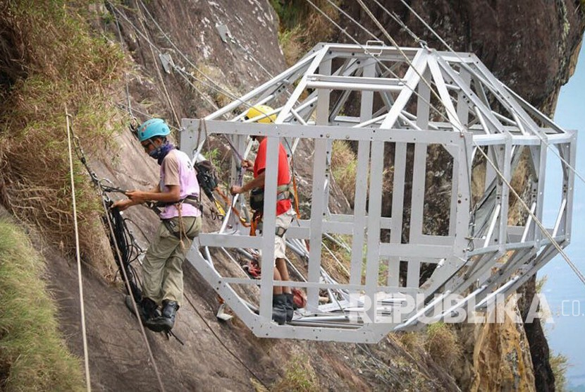 Permalink to Wisatawan Mulai Antre Menginap di Skylodge Gunung Parang