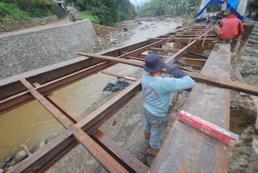Pemkot Surabaya Segera Resmikan Jembatan Ratna