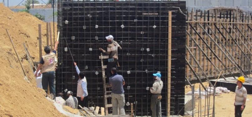 Pembangunan pondasi RSI Gaza di Distrik Bait Lahiya, Gaza Utara.