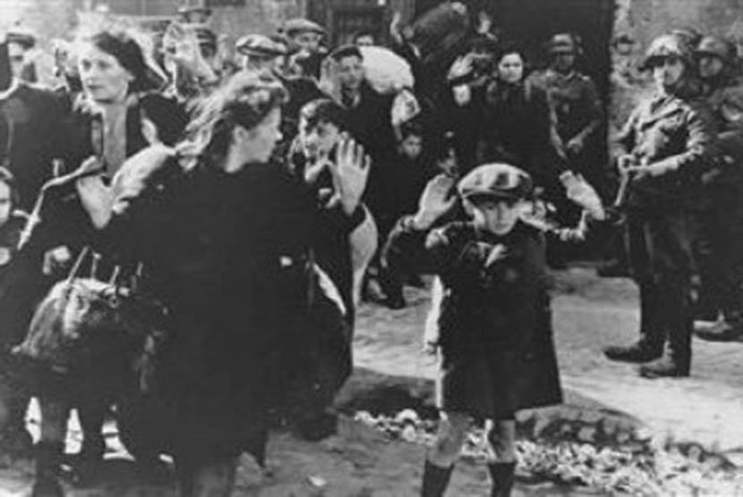 Pembantaian Yahudi oleh Nazi Jerman atau sering disebut Holocaust (Ilustrasi)