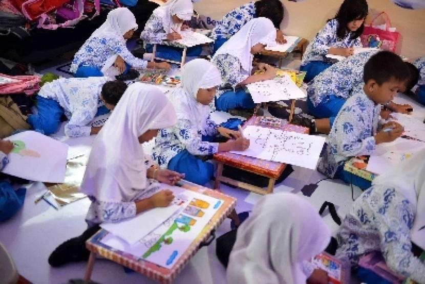 Pembekalan nilai-nilai agama pada siswa harus dimulai sejak dini.