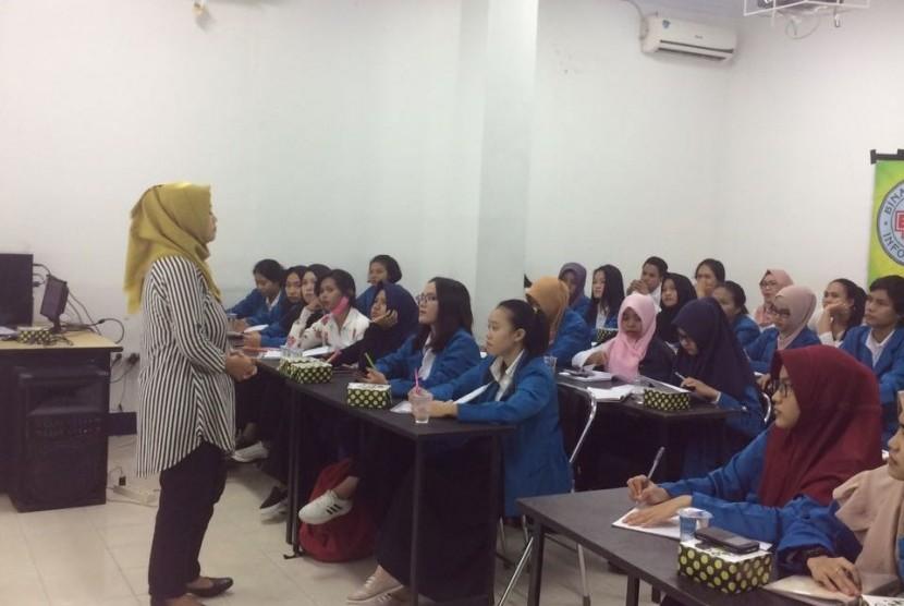 Pembekalan uji sertifikasi akuntansi dasar bagi mahasiswa Prodi  KA AMIK  BSI Pontianak.