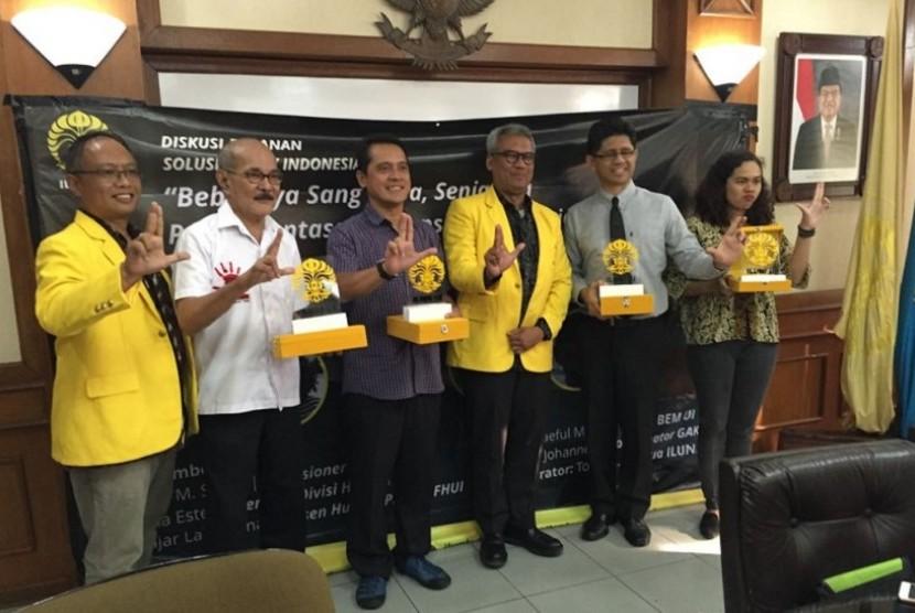 Pembicara dalam Diskusi Bulanan Solusi untuk Indonesia dengan topik