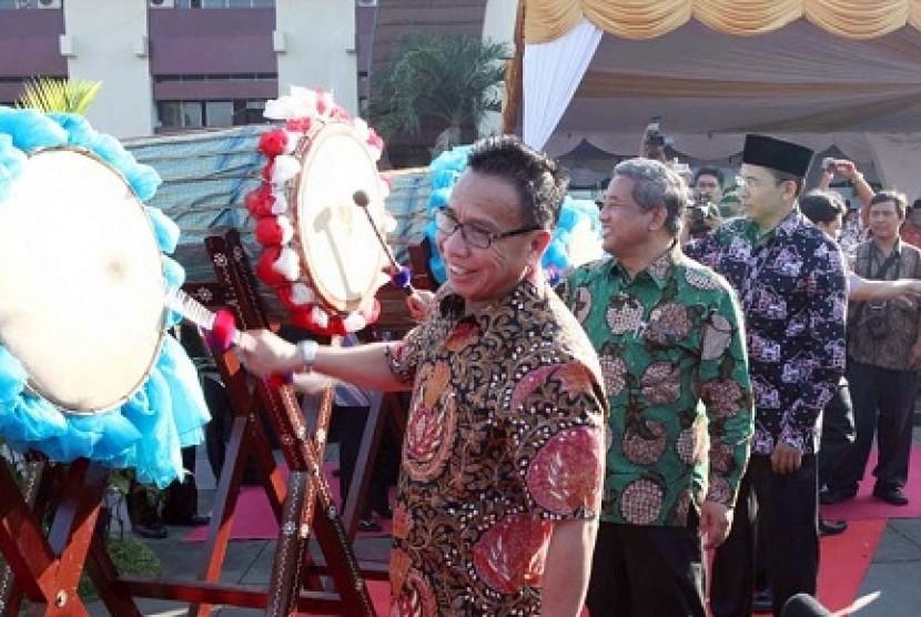 Pembukaan Festival dan Lomba Seni Siswa Nasional (FLS2N) 2012 yang berlangsung di Lombok, Nusa Tenggara Barat