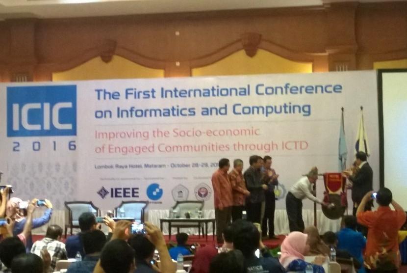 Pembukaan International Conference on Informatics and Computing (ICIC) 2016.