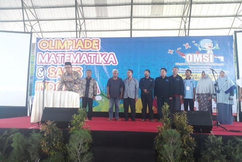 Pembukaan  Olimpiade Matematika dan Sains Indonesia (OMSI).