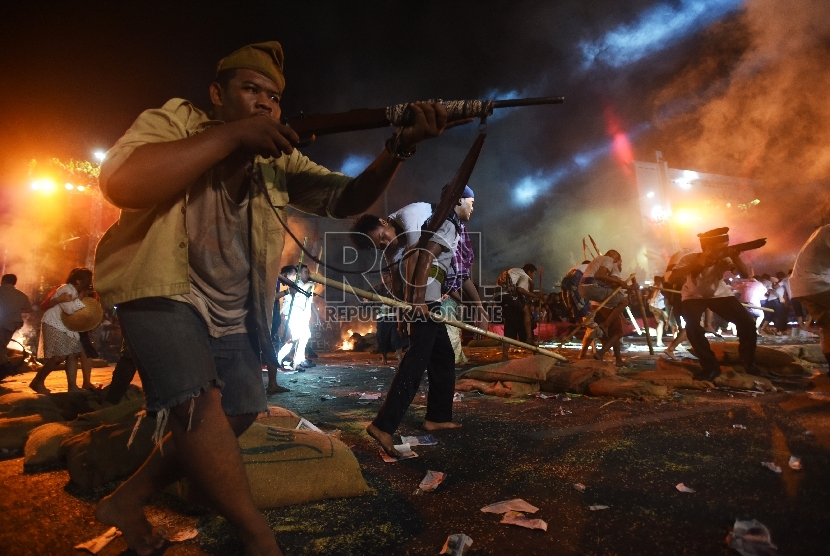 Pementasan drama kolosal Surabaya Membara sebagai peringatan 10 November.