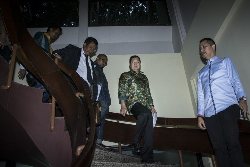 Pemilik MNC Group Hary Tanoesoedibjo (kedua kanan)