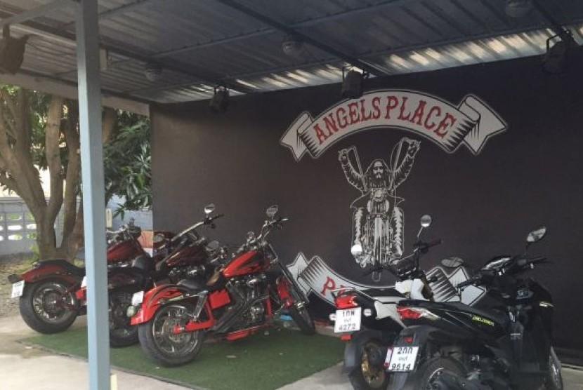 Penampakan bar Angel's Place yang dimiliki oleh kelompok motor gede Hells Angels di Pattaya, Thailand.