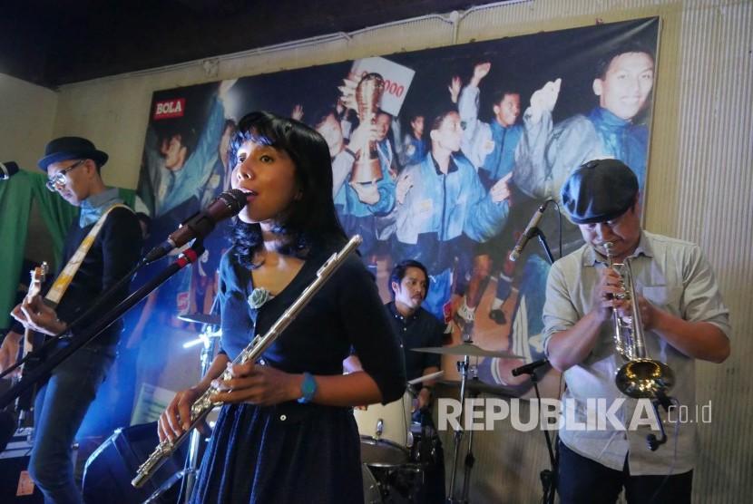Penampilan grup band Mocca di Graha Persib, Kota Bandung, Kamis (7/9).
