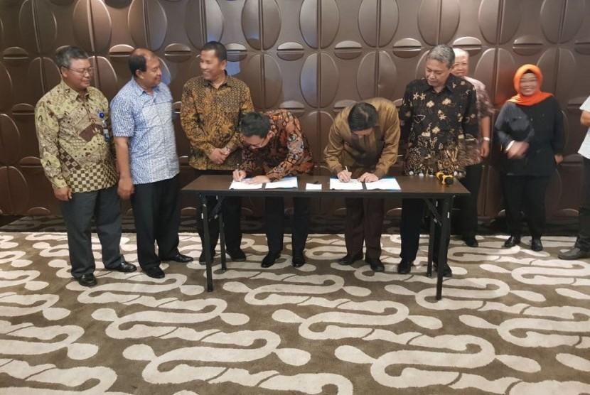 Penandatangan Nota Kesepahaman (MoU) antara PT PGN dan PT Bintangraya Lokalestari tentang penyaluran gas ke KEK Sukabumi.
