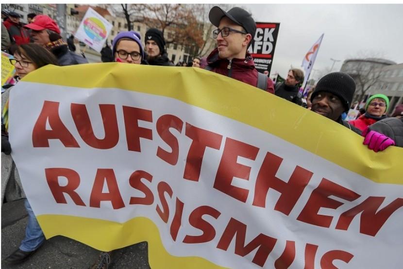 Demonstrasi partai sayap kanan Jerman Alternative fuer Deutschland (AfD) di Congress Center, Hanover, Sabtu (2/12). AfD merupakan partai yang anti-Islam dan anti-imigran.
