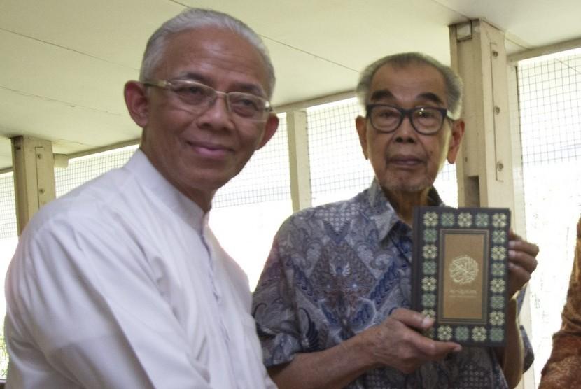 Pendiri Yayasan Budaya Luhur yang menaungi Sekolah Garuda Cendekia, yakni mantan Mendikbud Daoed Joesoef (kanan) dan Praktisi Pendidikan Arief Rachman (kiri).