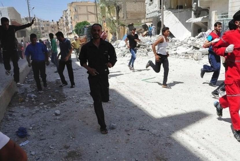 Penduduk berlarian mencari perlindungan di Provinsi Raqqa, timur Suriah
