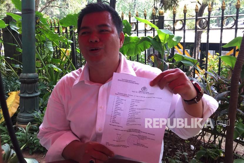 Pengacara Denny Andriyan Kusdayat melaporkan Sukmawati Soekarnoputri ke Polda Metro Jaya atas puisi yang dibacakan Sukmawati, yang diduga telah melecehkan umat Islam, Selasa (3/4).