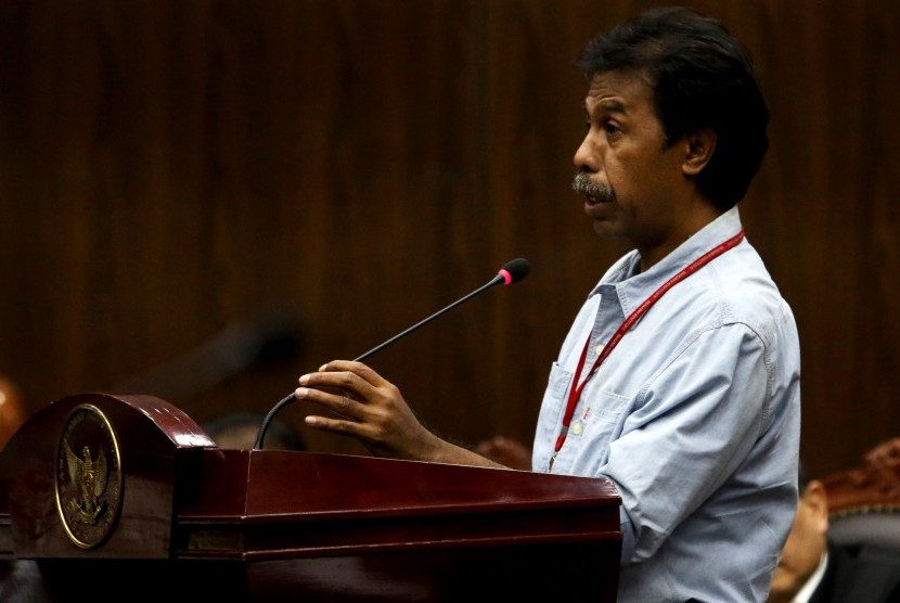 Pengamat Hukum Tata Negara, Margarito Kamis berbicara sebagai ahli dalam sidang lanjutan uji materi terkait Peraturan Pemerintah Pengganti Undang-Undang Nomor 2 Tahun 2017 tentang Organisasi Kemasyarakatan ( Perppu Ormas) di Mahkamah Konstitusi, Jakarta, Rabu (6/9).