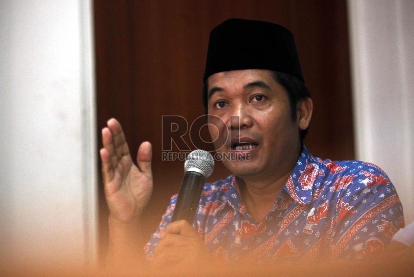 Pengamat politik dari Lingkar Madani Ray Rangkuti dalam diskusi terkait Penggantian Antar Waktu (PAW) kepada Setya Novanto di Kantor ICW, Jakarta, Selasa (22/12).