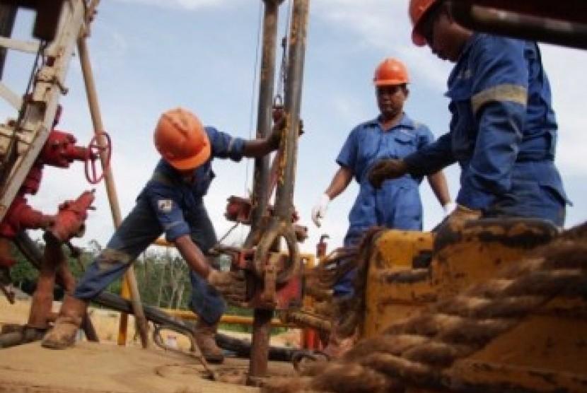 Pengeboran sumur minyak bumi