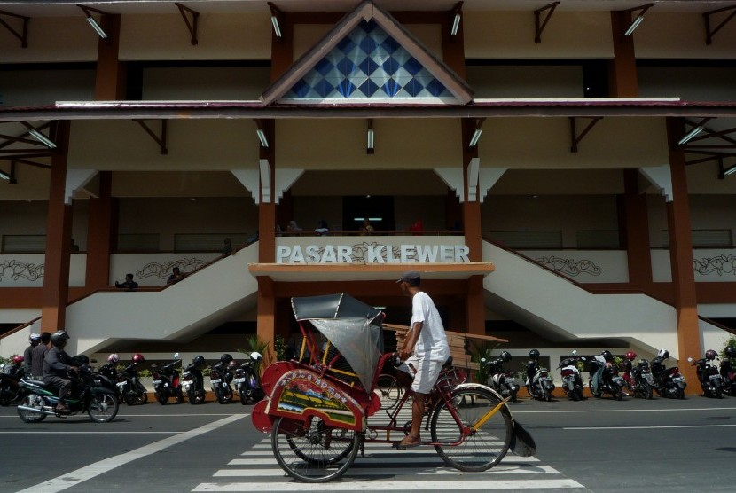 BPJS Distribusi Sembako Subsidi Pada Pedagang Pasar Klewer ...