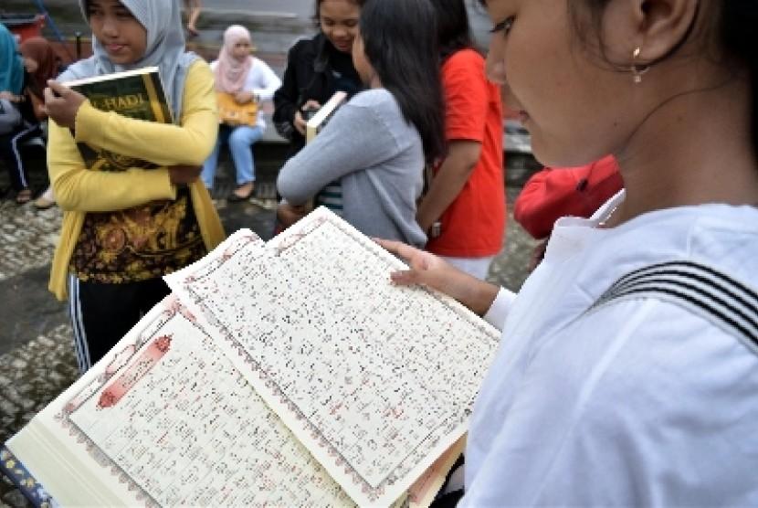 Pengenalan baca Alquran di Bundaran HI HI, Jakarta Pusat, Ahad (4/12).