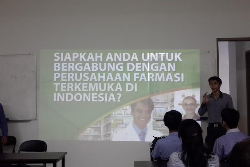 Pengenalan profil PT Pharos Indonesia pada kegiatan Campus Recruitment yang diadakan di Kampus AMIK  BSI  Bekasi.