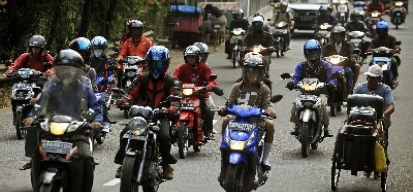 Pengendara sepeda motor.