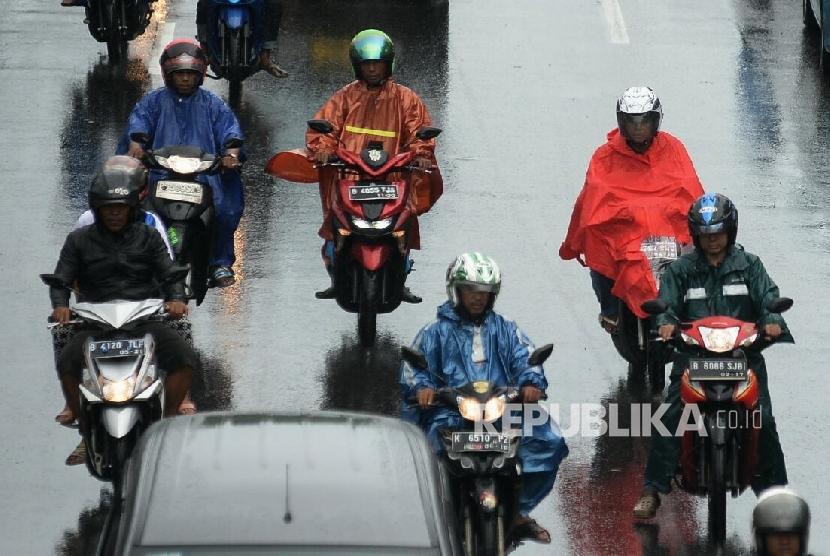 Pengendara Diminta Hati Hati Lewati Ruas Jalan Bekasi