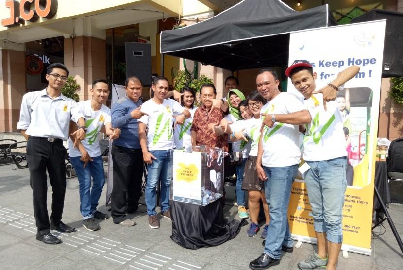 Penggalangan donasi oleh karyawan Whiz Hotel Malioboro.