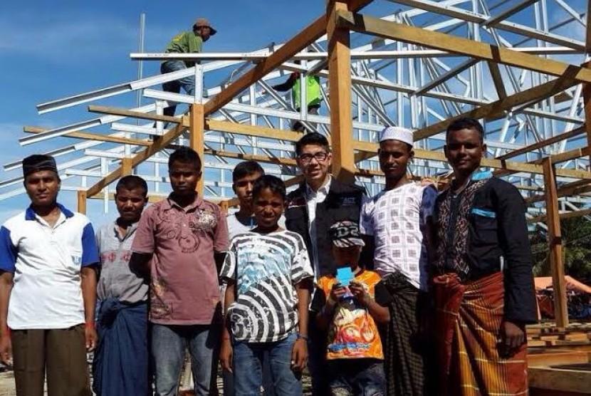 Setahun Menjamu Rohingya di Aceh