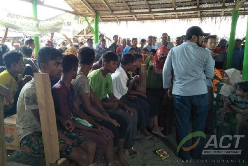 Pengungsi Rohingya terdampar di Bireuen, Aceh.