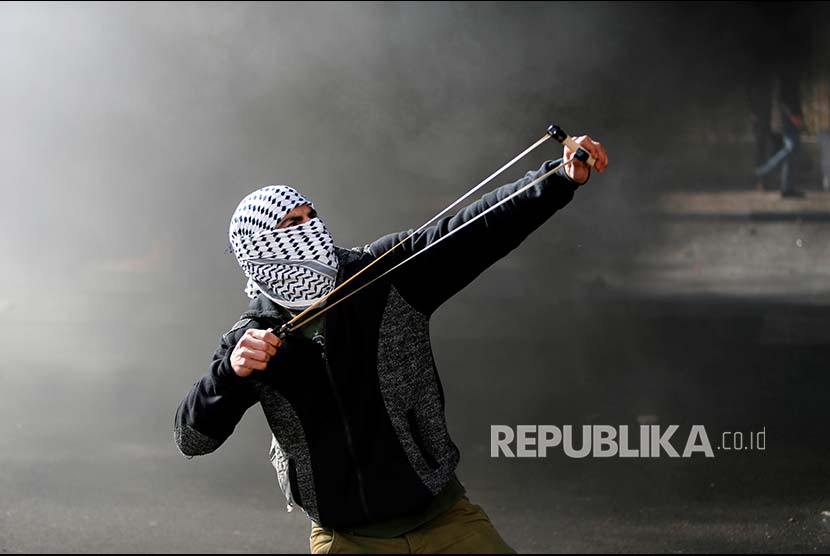 Demonstrator brings catapult in a rally at West Bank, Palestine, on Friday. US recognition of Jerusalem as Israel's capital has angered Palestinian and the world.