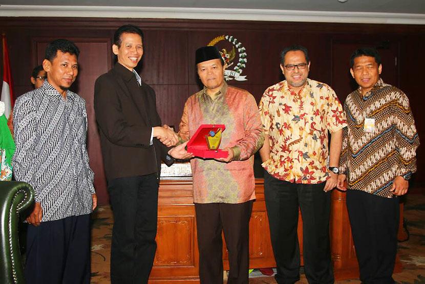 Pengurus CISFED dan FAI diterima Wakil Ketua MPR Hidayat Nur Wahid di Jakarta, Jumat (21/4).