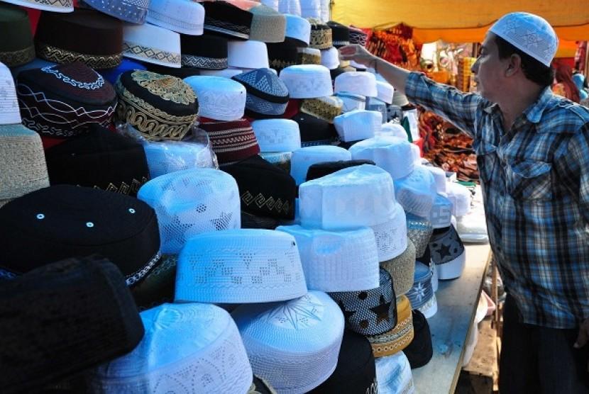 Penjualan Kopiah (ilustrasi)