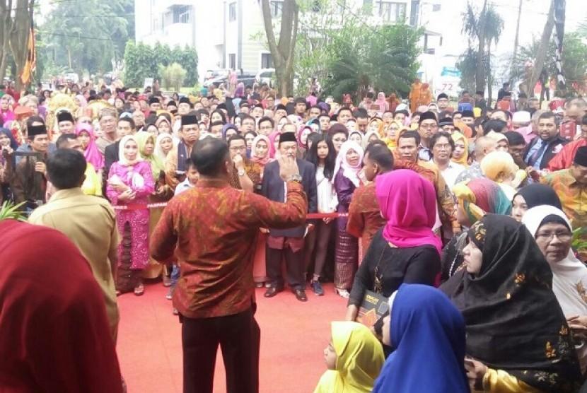Penumpukan tamu terjadi di pesta adat Bobby-Kahiyang di Medan, Sabtu (25/11)