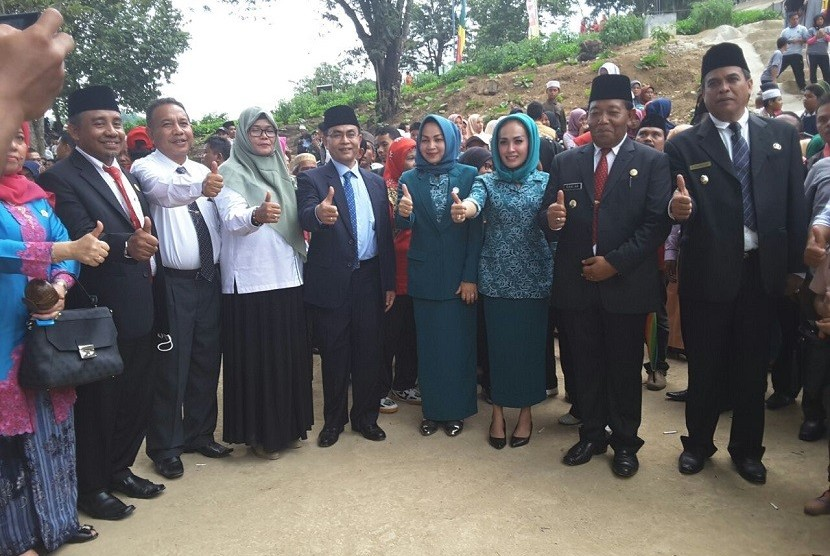 Penyerahan benih unggul bermutu padi di Kabupaten Mandailing Natal, Sumatera Utara