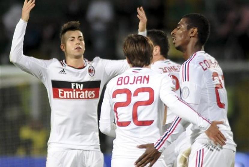 Penyerang AC Milan, Stephan El Shaarawy, merayakan golnya ke gawang Palermo, Rabu (31/10) dini hari. Pertandingan yang berlangsung di Stadio Renzo Barbera itu berakhir imbang 2-2.