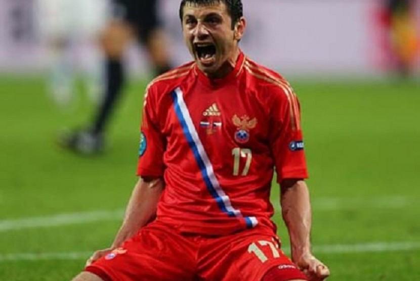 Penyerang Rusia, Alan Dzagoev untuk sementara memimpin daftar topskorer Piala Eropa 2012 dengan dua gol.