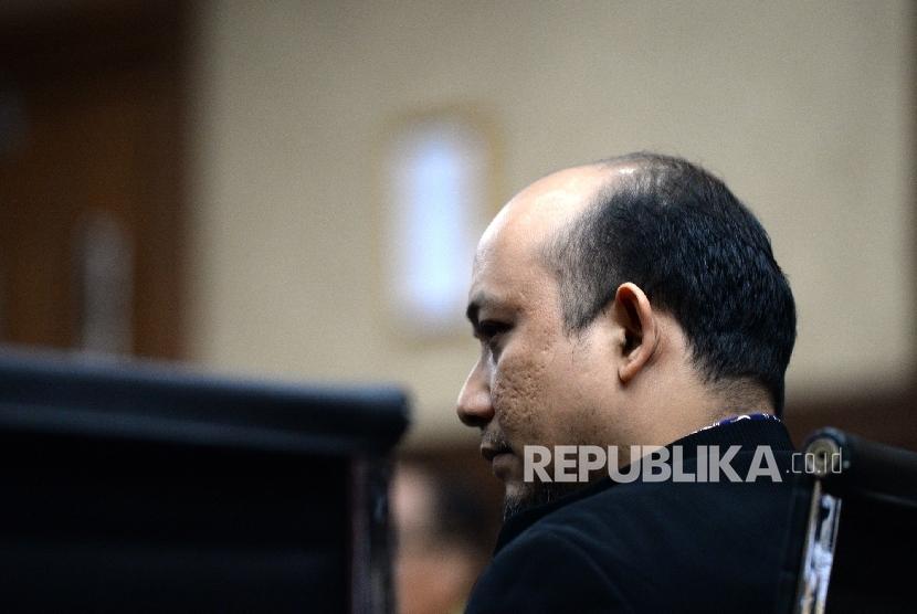 Penyidik KPK Novel Baswedan mengikuti sidang lanjutan kasus dugaan korupsi pengadaan proyek e-KTP dengan terdakwa Irman dan Sugiharto di Pengadilan Tipikor, Jakarta, Kamis (30/3).