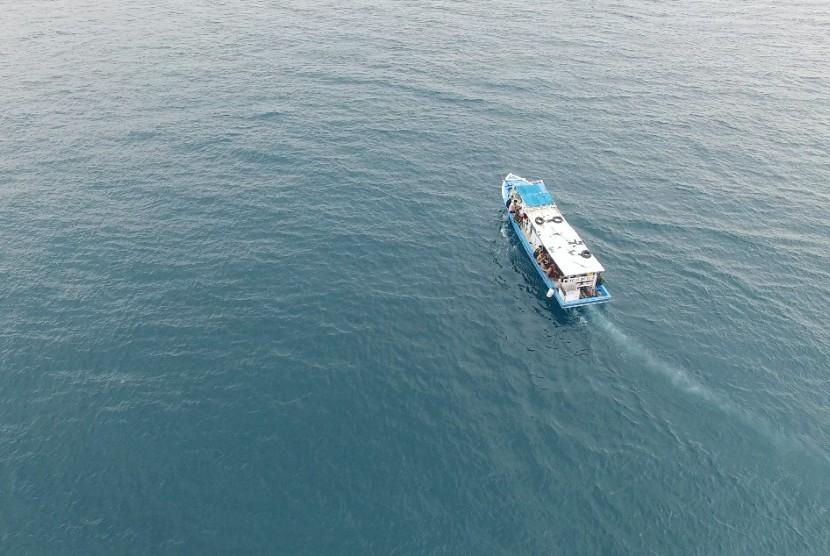 Perahu motor di perairan Kepulauan Seribu, Jakarta