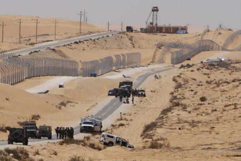 Perbatasan Israel-Mesir di gurun Sinai.