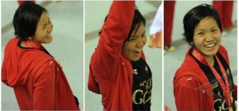 Perenang Indonesia, Yessy Yossaputra, mengekspresikan kegembiraannya usai menyabet emas di nomor 200 meter gaya punggung putri di Stadion Aquatic Centre Jakabaring dalam SEA Games XXVI, Palembang, Sumatera Selatan, Minggu (13/11).