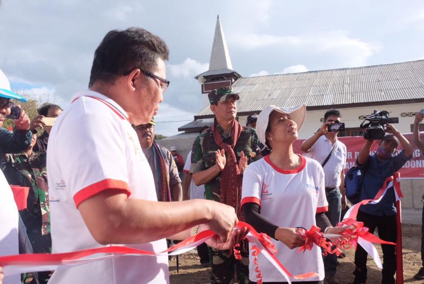 Perersmian BTS Telkomsel di Desa Ustutun, Pulau Liran, Kabupaten Maluku Barat Daya, oleh Menteri BUMN Rini M. Soemarno didampingi Direktur Utama Telkom Alex J. Sinaga, Senin (7/8).