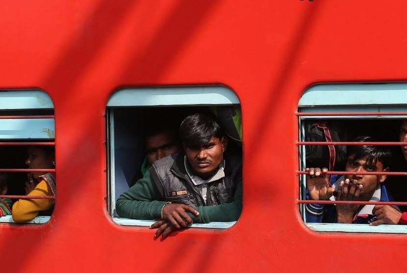 Perjalanan kereta di India.