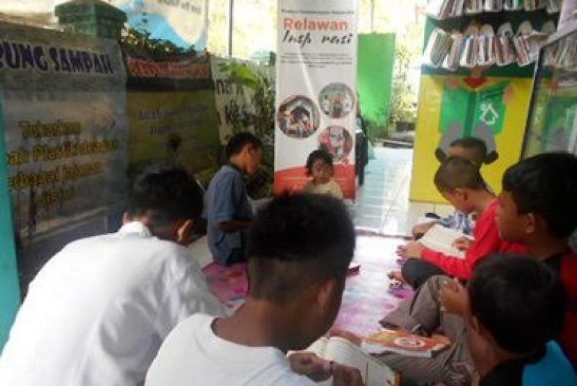Perpustakaan sampah di Bogor.